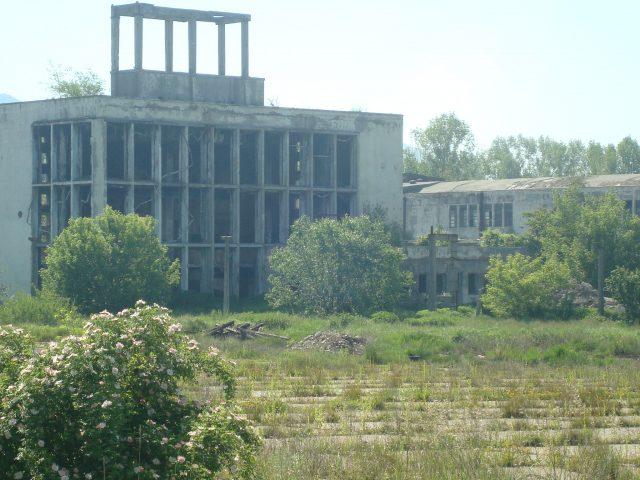 Teren si constructii industriale Comănești, jud.Bacău